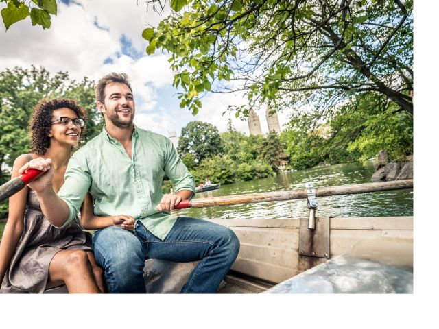 couple on canoe at central park nyc